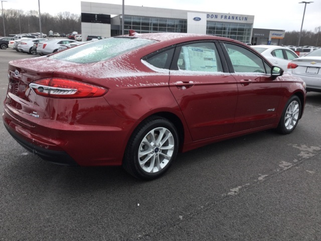 New 2019 Ford Fusion Hybrid SE